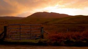 Por do sol no Quiraing na ilha de Skye - Escócia video estoque