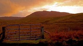 Por do sol no Quiraing na ilha de Skye - Escócia vídeos de arquivo