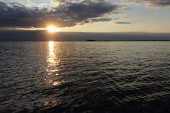 Por do sol no reservatório Foto de Stock Royalty Free