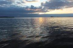 Por do sol no reservatório Fotos de Stock