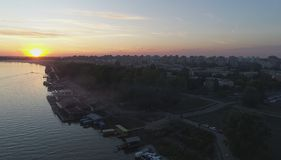 Por do sol no rio Foto de Stock Royalty Free