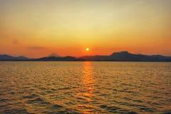 Por do sol no rio fotografia de stock royalty free