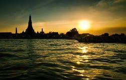 Por do sol no rio de Chao Phraya, Tailândia Fotos de Stock Royalty Free