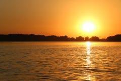 Por do sol no rio de Dnieper, Ucrânia Foto de Stock Royalty Free
