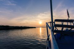 Por do sol no rio de Irrawaddy foto de stock royalty free