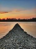Por do sol no rio de Rhein, Wörth, Alemanha Imagens de Stock