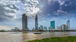 Por do sol no rio de Saigon Fotografia de Stock