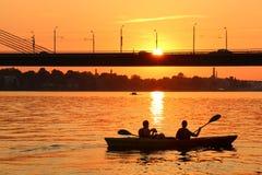 Por do sol no rio do Daugava Fotos de Stock Royalty Free