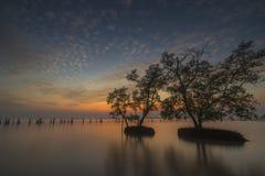 Por do sol no rio em Tailândia Fotos de Stock