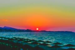 Por do sol no Rodes da vila de Ialysos foto de stock
