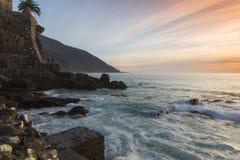 Por do sol no seacoast Fotografia de Stock