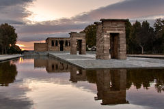Por do sol no templo de Debod Fotografia de Stock Royalty Free