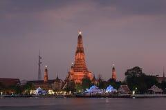 Por do sol no templo de Wat Arun Fotos de Stock Royalty Free