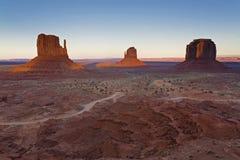 Por do sol no vale, no Arizona e no Utá do monumento Imagem de Stock