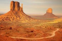 Por do sol no vale do monumento Fotos de Stock Royalty Free