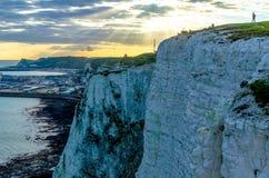 Por do sol nos penhascos brancos de Dôvar em Kent fotografia de stock royalty free