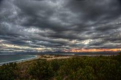 Por do sol nublado Imagens de Stock