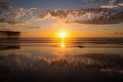 Por do sol pacífico da praia Fotos de Stock Royalty Free