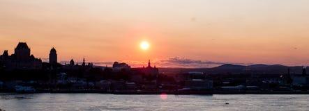 Por do sol panorâmico sobre Cidade de Quebec imagem de stock royalty free