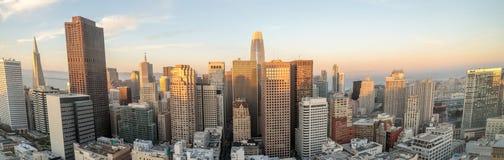 Por do sol panorâmico sobre San Francisco Downtown imagem de stock royalty free