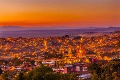 Por do sol Parroquia de San Miguel de Allende Mexico Miramar Overlook imagem de stock