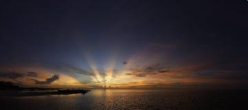 Por do sol pela água em Cancun Imagem de Stock Royalty Free