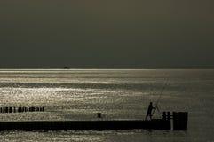 Por do sol pelo mar Fotografia de Stock Royalty Free