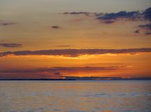 Por do sol perto do calafate de Caye Imagens de Stock Royalty Free