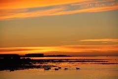 Por do sol perto de Reykjavik imagens de stock