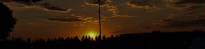 Por do sol perto do rio fotografia de stock royalty free