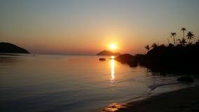 Por do sol phangan do koh de Tailândia Imagem de Stock Royalty Free