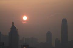 Por do sol poluído na metrópole Foto de Stock