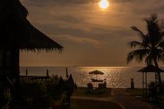 Por do sol a praia fotografia de stock royalty free
