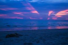 Por do sol profundamente roxo Imagem de Stock