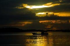 Por do sol, província ocidental das ilhas de Mentawai, Sumatra, Indonésia foto de stock