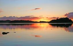 Por do sol quieto pelo oceano Foto de Stock Royalty Free