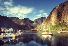 Por do sol - Reine, ilhas de Lofoten, Noruega Fotografia de Stock Royalty Free