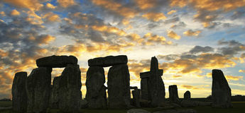 Por do sol Reino Unido de Stonehenge. imagem de stock