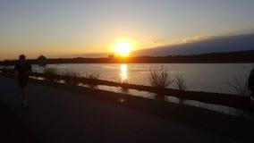 Por do sol do reservat?rio em Newark imagens de stock royalty free