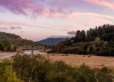 Por do sol do rio da enguia imagens de stock