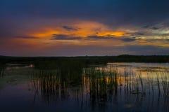 Por do sol rochoso do lago Fotos de Stock