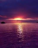 Por do sol roxo Fotografia de Stock