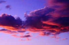 Por do sol roxo cor-de-rosa dramático Imagens de Stock