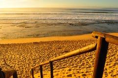 Por do sol selvagem da praia Imagens de Stock Royalty Free