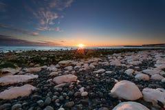 Por do sol sobre as rochas brancas em Birling Gap, Sussex, Inglaterra Fotografia de Stock Royalty Free