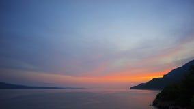 Por do sol sobre a baía do Mar Egeu Foto de Stock