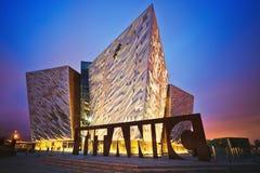 Por do sol sobre Belfast titânica, Belfast, Irlanda do Norte, Reino Unido Fotografia de Stock