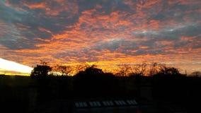 Por do sol sobre campos Fotos de Stock Royalty Free