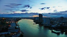 Por do sol sobre a cidade Fotos de Stock Royalty Free
