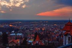 Por do sol sobre a cidade Fotografia de Stock